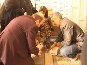700 Suriyeliye ayakkabı yardımı yapıldı