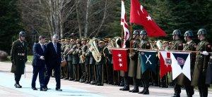 Davutoğlu'ndan, KKTC Başbakanı Kalyoncu'ya resmi törenli karşılama