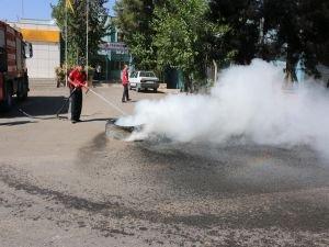 Lastik yakarak elektrik kesintilerini protesto ettiler