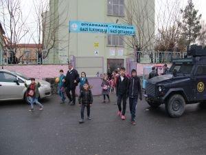Diyarbakır Yenişehir'de okula bombalı saldırı