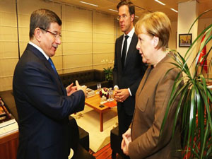 Davutoğlu'dan Brüksel'de ilk görüşme