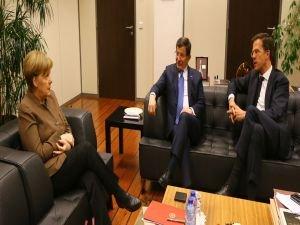Başbakan Davutoğlu, Almanya Başbakanı Angela Merkel ve Mark Rutte ile görüştü