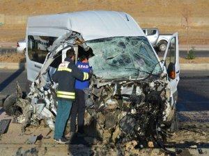 Öğrenci servisi ile belediye otobüsü çarpıştı: 2'si ağır 14 yaralı