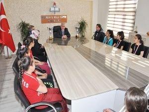 Batman Milli Eğitim Müdürü Aslan Zorköy Ortaokulu öğrencilerini misafir etti