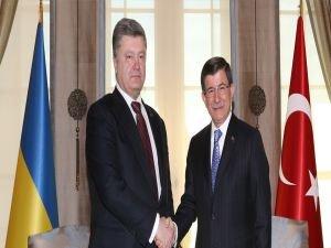 Davutoğlu, Ukrayna Devlet Başkanı Poroşenko ile görüştü