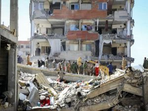 Depremde ölü sayısı 335'e ulaştı
