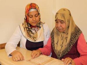 66 yaşında Kur'an'ı öğrenme hayalini gerçekleştirmek istiyor