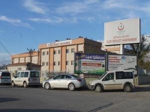 Ellerinde fünye patlayan 2 işçi yaralandı