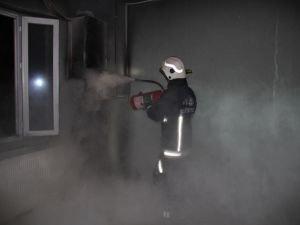 Elektrik kontağından çıkan yangın iş yerini küle çevirdi
