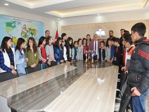 Batman Milli Eğitim Müdürü Aslan, Atatürk Ortaokulu yıldız futbolcularını misafir etti