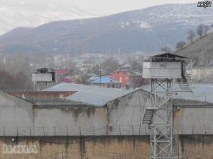 Cezaevinde 18 kişi zehirlendi