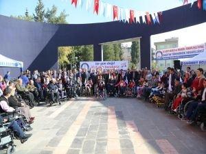 Gaziantep'te engellilere akülü sandalye dağıtıldı