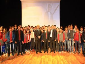 """DÜ'de """"Liderlik ve fark yaratmak"""" semineri verildi"""
