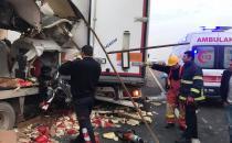 Kamyonet TIR'a arkadan çarptı: Bir ölü