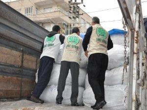 Umut Kervanından depremzedelere battaniye ve un yardımı