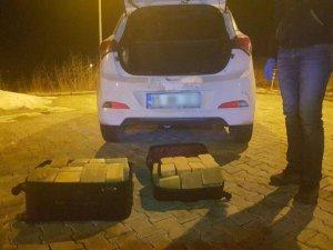 Otomobildeki valizlerden 51 kilo eroin çıktı