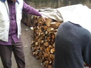 Bingöl Umut Kervanı'ndan yetim aileye odun yardımı