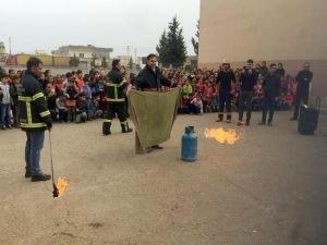 Öğrencilere gerçeği aratmayan yangın tatbikatı