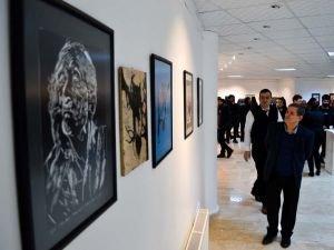 """Batman Üniversitesi Güzel Sanatlar Fakültesi'nde """"Baskı Resim"""" sergisi açıldı"""