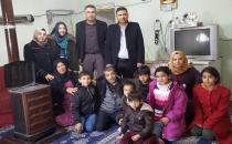 Minik öğrencilerden Suriyeli aileye yardım