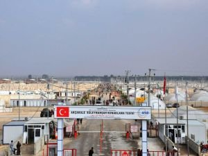 Suriyelilerin barındığı kampta çalışanlar kadro istiyor
