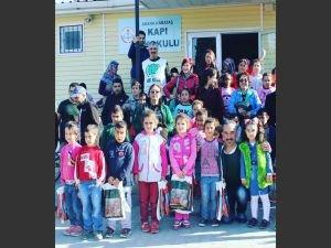 Umut Kervanından öğrencilere mont yardımı