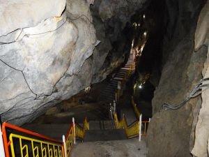 Sıholan Mağarası ziyaretçilerini büyülüyor