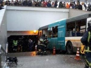 Rusya'da otobüs yaya alt geçidine girdi