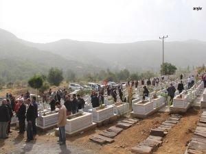 Bitlis'te PKK'lıların mezarları açıldı