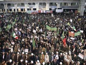 ...Ve İran'da halk sokağa indi