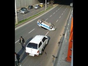 Kalkınma Bakanı'nın konvoyundaki polis aracı takla attı