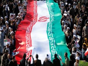 İran'da Devrim Muhafızları 3 kentte sokağa indi