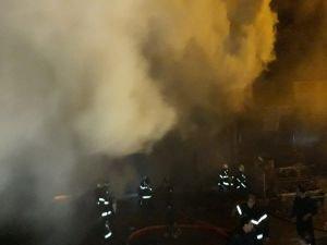 Şarja bırakılan aküler yangına neden oldu