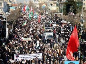 Tahran'da cuma namazı sonrası siyonistler ve ABD tel'in edildi