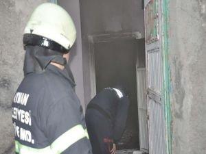 İki cesedin bulunduğu sokakta ev yangını