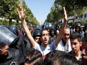 Tunus'ta gösteriler sürüyor