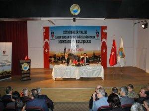 """Vali Güzeloğlu: """"Önceliğimiz insan merkezli bir kalkınma"""""""