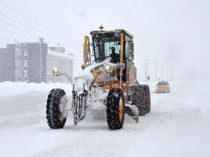 Bitlis'te kar yağışından 163 köy yolu ulaşıma kapandı