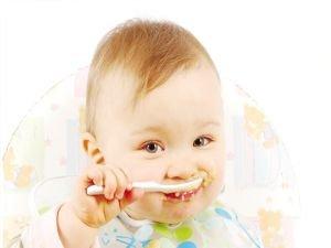 Bebeklerde ek gıdaya geçerken tuzdan uzak durmalı