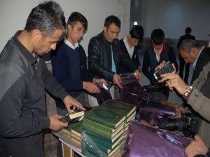 Birlik Vakfı'ndan bin öğrenciye bin Kur'an-ı Kerim
