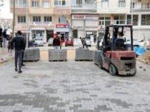 Kızıltepe Belediyesi kilitli parke taşı çalışmalarına başladı