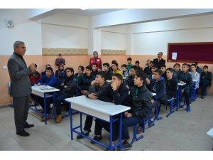 """Lise öğrencilerine """"Kur'an"""" konulu seminer"""