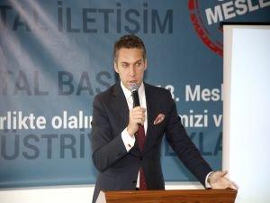 """Çavuşoğlu: """"Türkiye İçin Önce Meslek"""""""