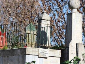 Molla Gürani'nin de kabrinin bulunduğu hazirenin duvarı çöktü
