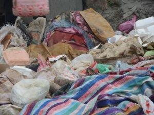 Belediye temizlik işçilerinden gelişi güzel atılan çöplere tepki