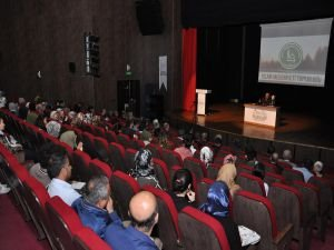 """Hazreti Ömer'in Adaleti"" konferansı verildi"