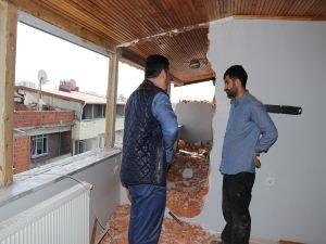 Evleri yıkılan aile mağdur edildi