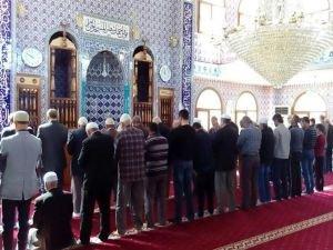 Nusaybin'de cuma namazı kılındı