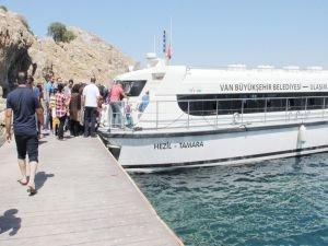 Van'da Deniz Otobüsleri Seferlerine Başlıyor