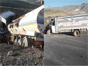 Petrol yüklü tanker ile kamyonet çarpıştı: 3 yaralı